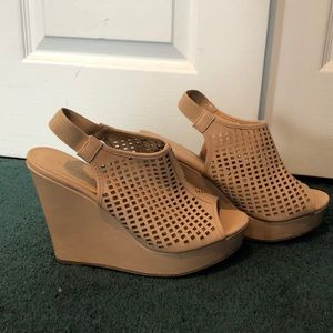 Chinese Laundry Shoes - Women's tan wedge sandal size 10